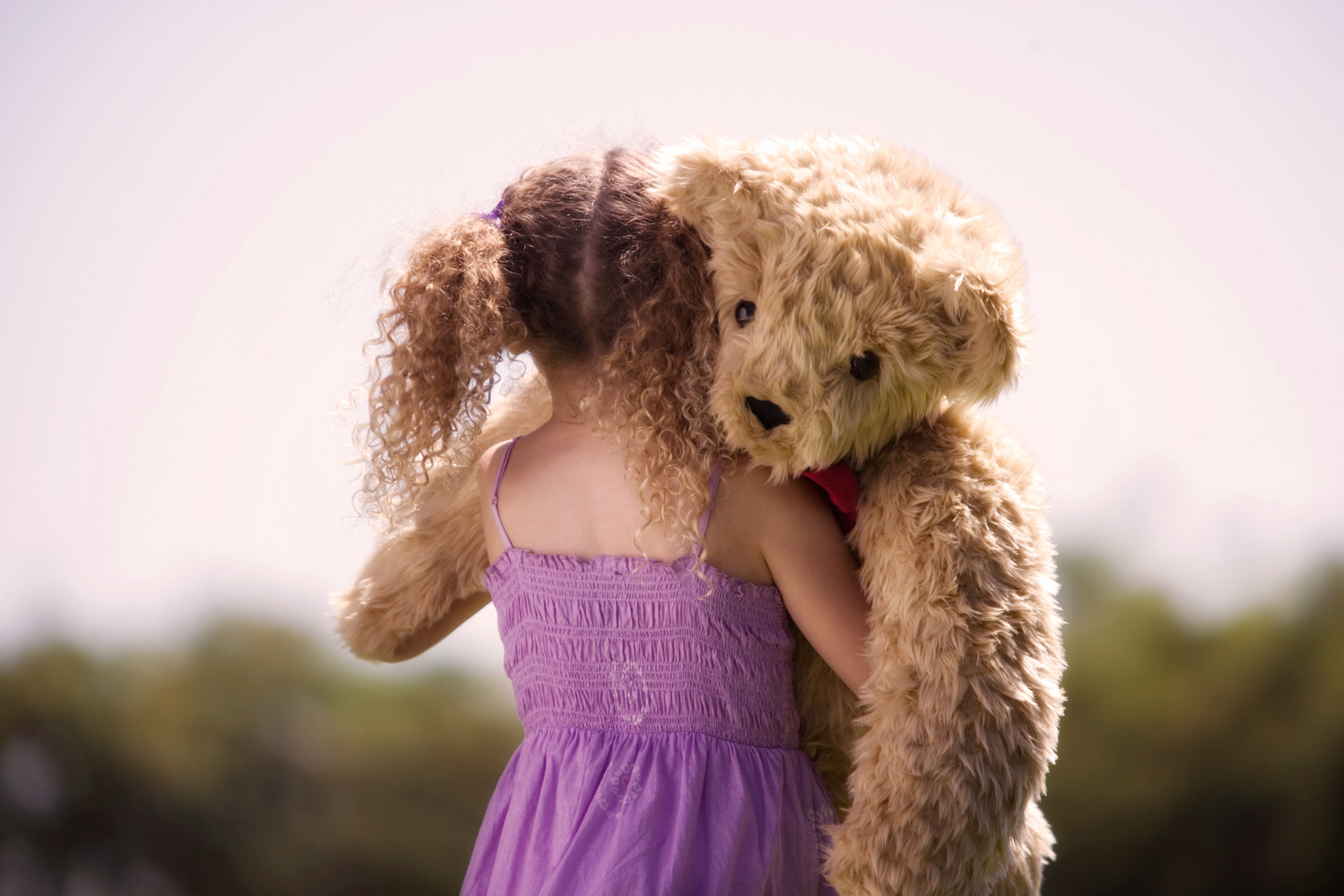 WEB_8.4_05_Girl-with-Teddy-Bear